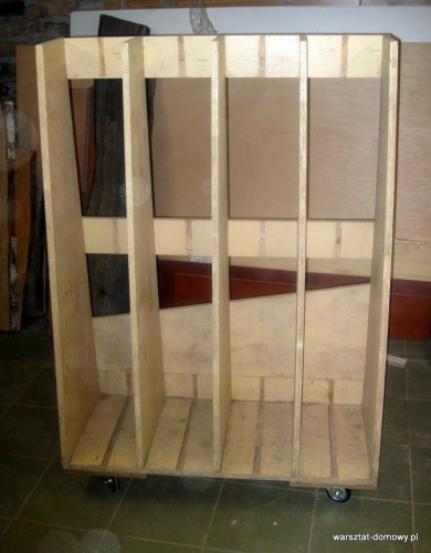 IMG 1112 390x500 Podręczny stojak na drewno