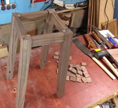 2014 01 27 00.14.02 400x365 Relacja z budowy stołka warsztatowego   dzień drugi #SSBO