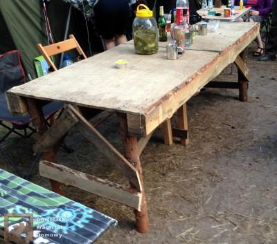 2014 07 20 20.09.34 400x353 Biwakowy stół z palet, stempli i desek oflisowych