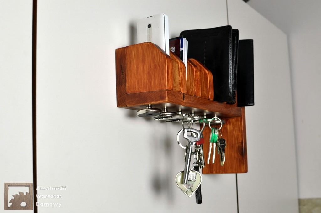 DSC 0008 Półka na portfele i klucze z  palety   (część 2)