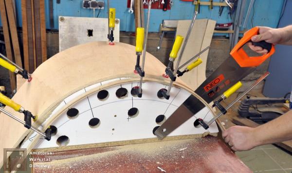01 DSC 0328 600x356 Półokrągły stojak na drewno kominkowe   cz. 2