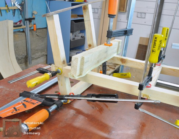 16 DSC 0373 600x466 Półokrągły stojak na drewno kominkowe   cz. 2